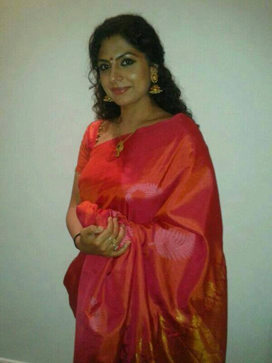 Malayalam Actress Bhama Latest New Hot Navel Show Photos In Saree From
