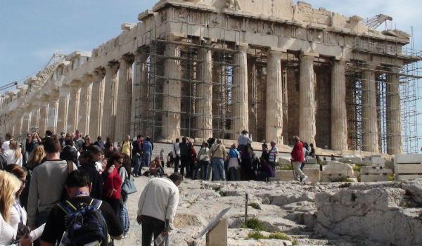 Βρετανική εφημερίδα Express - Μην πηγαίνετε στην Ελλάδα, είναι επικίνδυνη!!