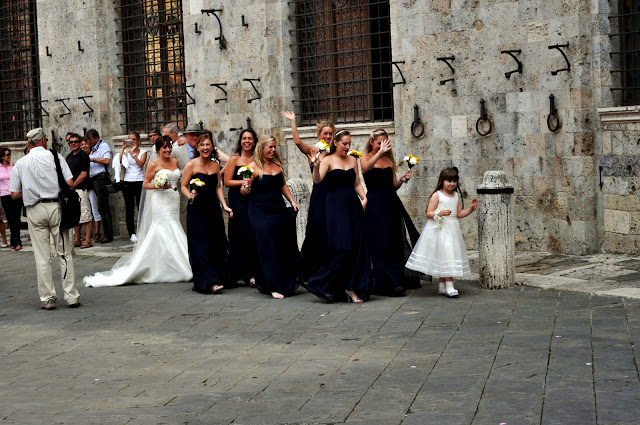 Wedding Party on the Piazza del Campo in Siena, Italy | Taste As You Go