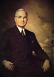 Harry S. Truman (Lamar, Estados Unidos, 8 de mayo de 1884 – Kansas City, Estados Unidos, 26 de diciembre de 1972)