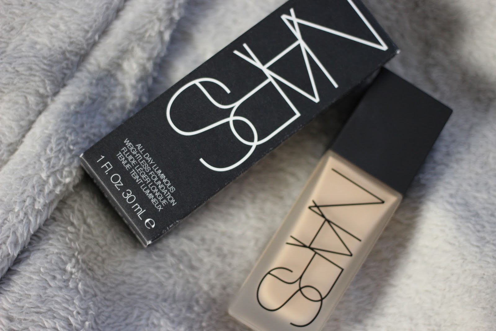 NARS-All-Day-Luminous-Weightless-Foundation-Review