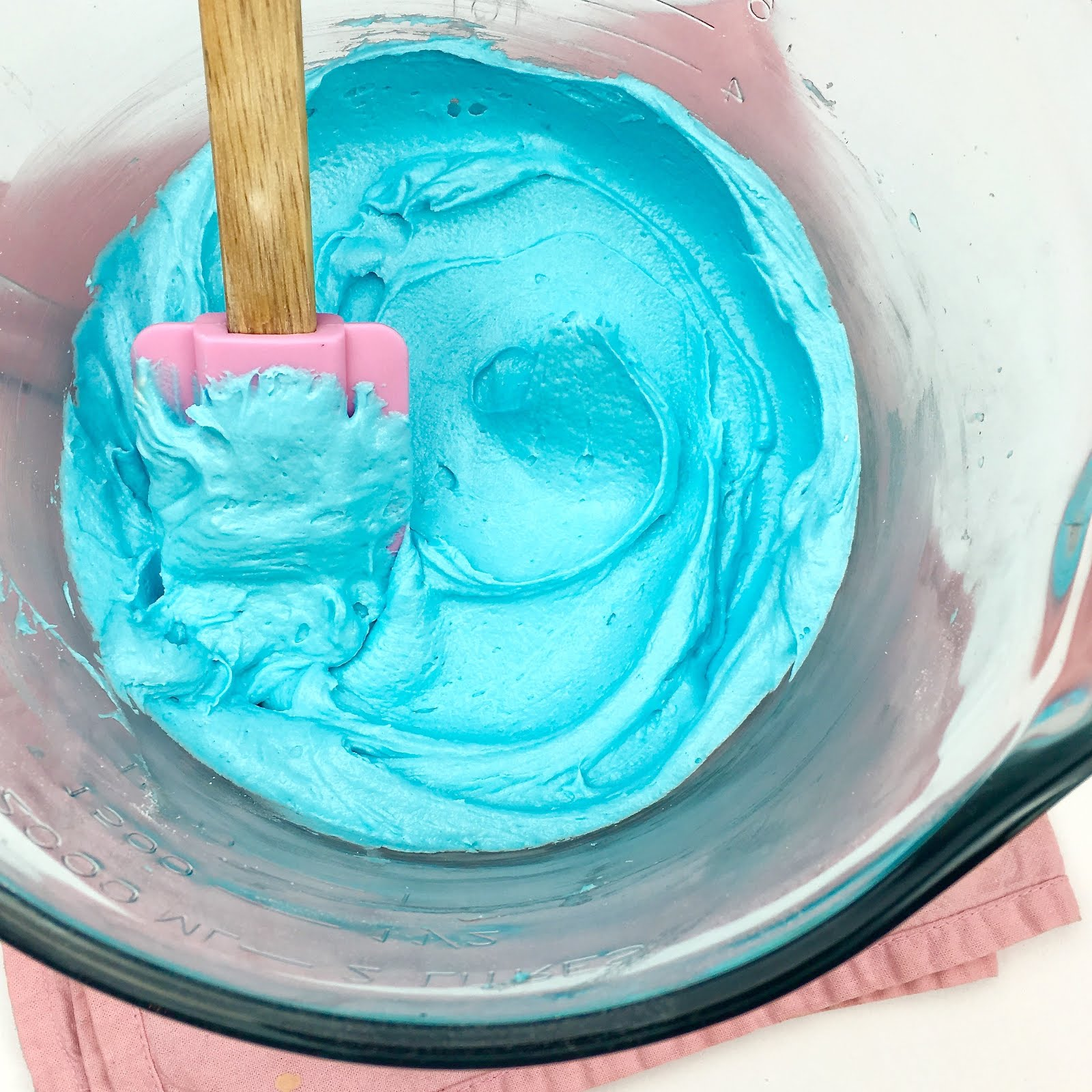 VIDEO} Cotton Candy Cupcakes - Lindsay Ann Bakes
