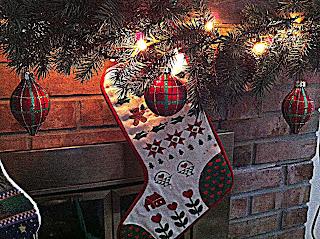 "<img src=""Ornament.jpg"" alt=""Christmas Tartan Ornament Stocking Garland"">"