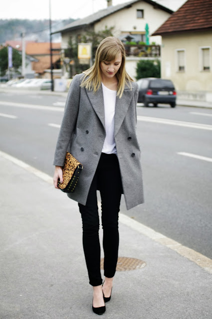 monochrome outfit, fashionblogger, black pants, zara grey oversize coat, white shirt, deichman animal print bag, simple outfit