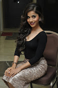Aparna Bajpai sizzling photo shoot-thumbnail-6