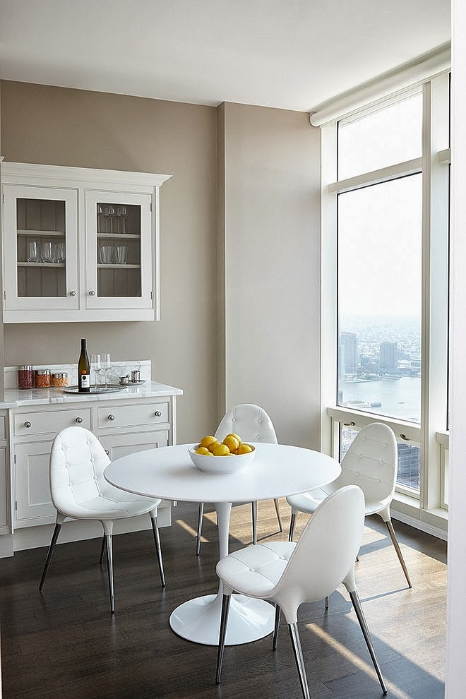 Round dining table in Modern apartment by Tara Benet in New York