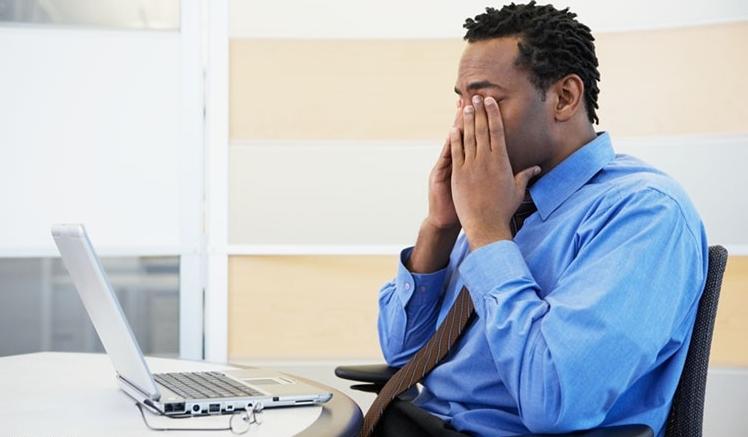 خطوات للحفاظ على سلامة العينين للذين يمضون أوقاتاً طويلة خلف شاشات الكومبيوتر