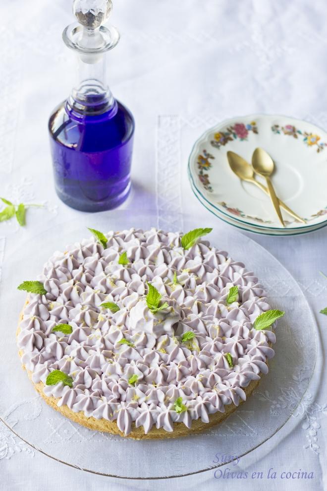 Tarta de crema madame con violetas