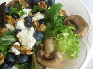 blueberry salad with goat cheese