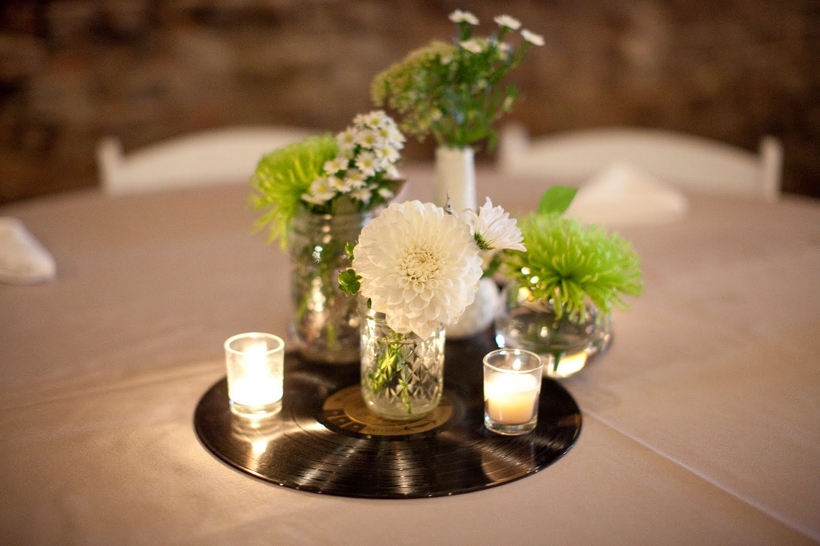 Music themed wedding julie blanner entertaining home design that cele - Deco table exterieur ...