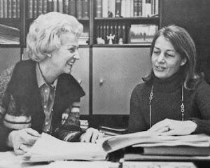 Von links: Bundestagspräsidentin Annemarie Renger mit ihrer Pressesprecherin Heli Ihlefeld