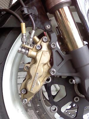 GSX-R1000・2002のフロントブレーキ周辺