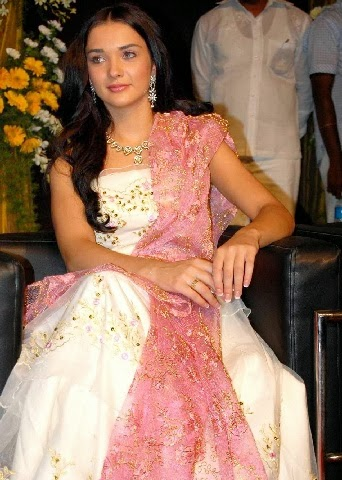 Amy Jackson looks very sexy hot in chanya choli