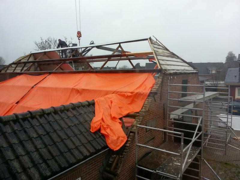 eerste dakplaten worden gelegd