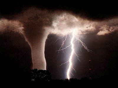 Foto de Tormenta y Tornado