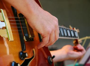 http://4.bp.blogspot.com/-Ge5LE6e34_w/T8ZXq-LjNbI/AAAAAAAAAiY/61zvL6Dq9pY/s1600/stem+gitar.jpg