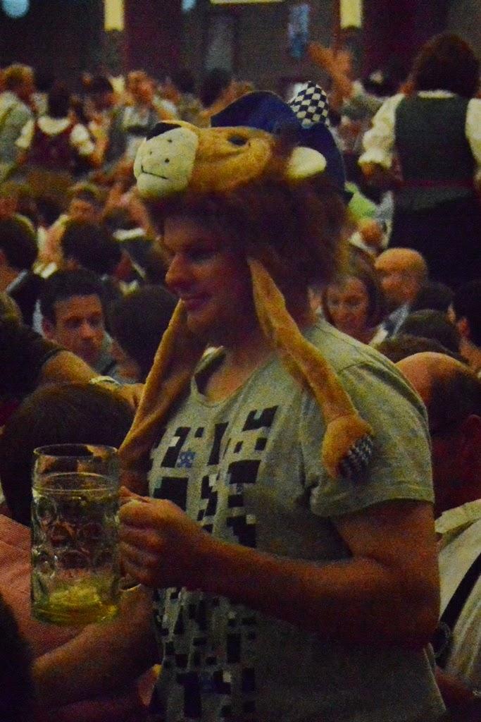 Oktoberfest Munchen 2014 lowenbrau hat