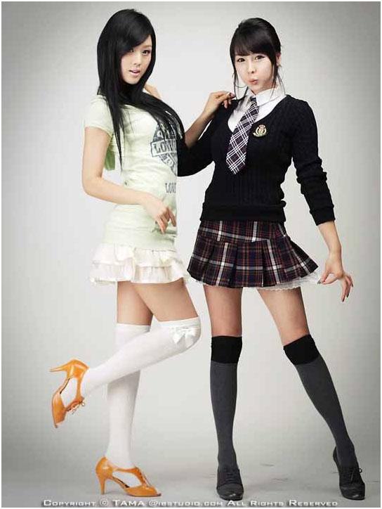 фото японок в мини юбке