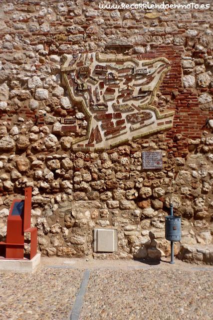 mapa de Hita grabado en el muro
