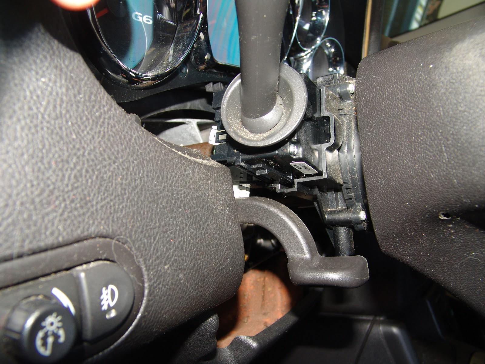 1989 GMC Sierra 1500 Wiring Diagram additionally 2008 Chevy Equinox Wiring Diagram as well 2006 Pontiac G6 Turn Signal Switch moreover 1998 Chevy Lumina Water Pump likewise Silverado Fuse Box Diagram. on power window motor replacement 2006 silverado