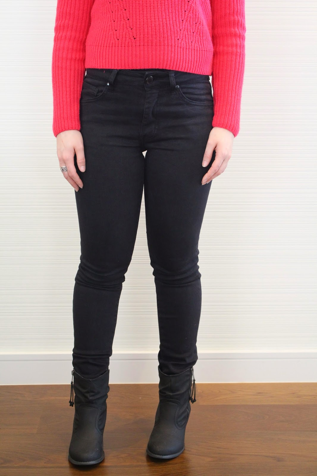 Black high waisted jeans, pink cropped sweater, black booties, embellished necklace, winter outfit, spring outfit, fall outfit, autumn outfit, everyday outfit, college outfit, uni outfit, petite girl outfit, jeans and sweater, black booties and high waisted jeans
