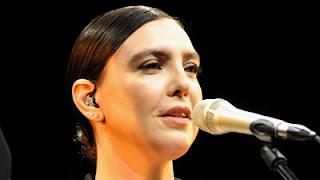 Adriana Calcanhotto na trilha sonora de Além do Tempo