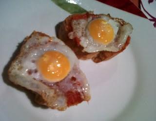 Pinchos con huevo de codorniz y sobrasada