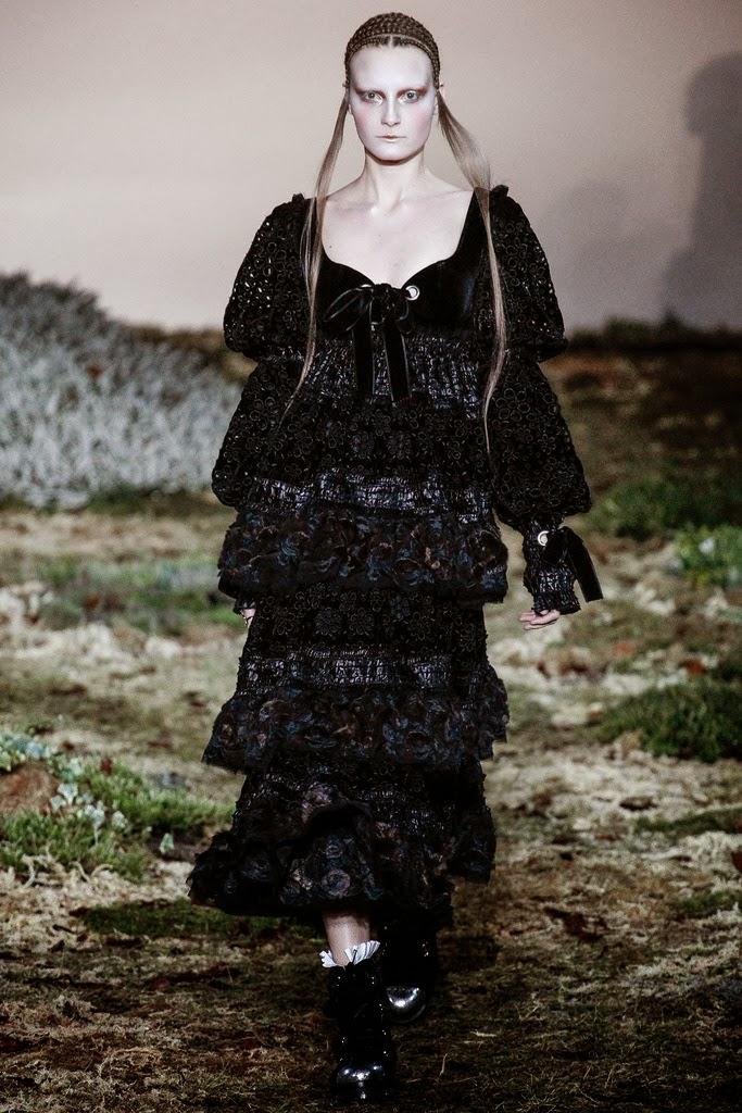 Alexander McQueen Paris Fashion Week Otoño Invierno 2014-2015 3
