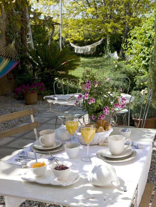 Hotel rural de luxe cerca de Barcelona desayuno jardín