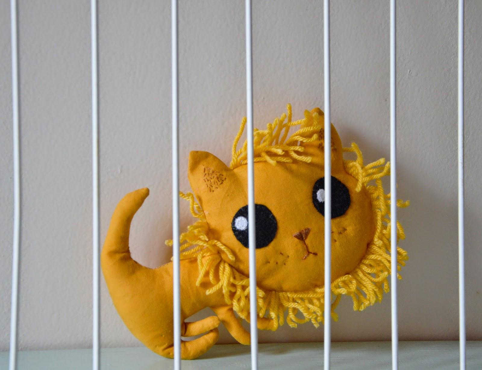 https://www.etsy.com/fr/listing/223731078/mini-lion-jaune-de-decoration-coton?ref=shop_home_active_19
