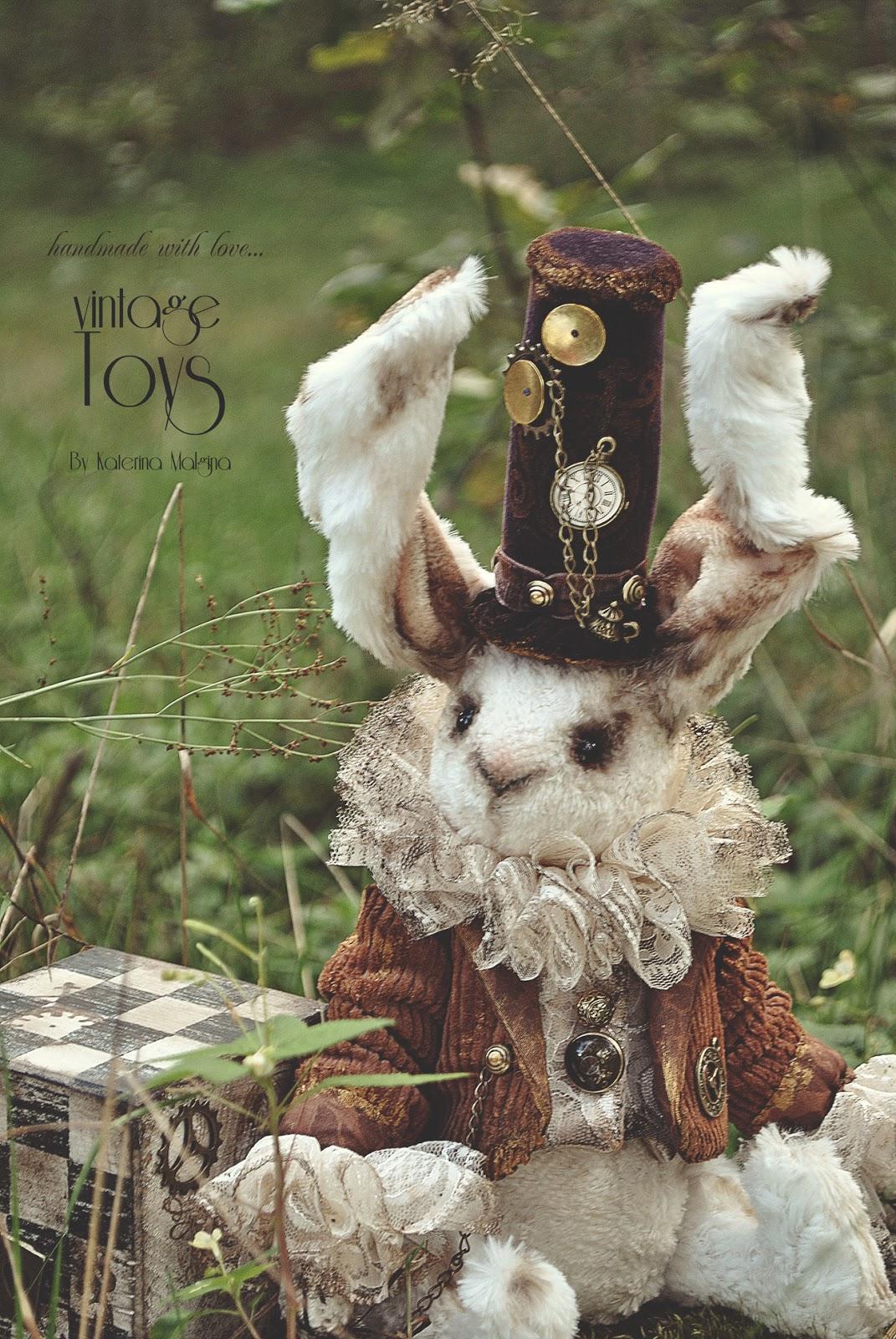 """Белый кролик """"Безумный шляпник"""" из Алисы в стране чудес"""