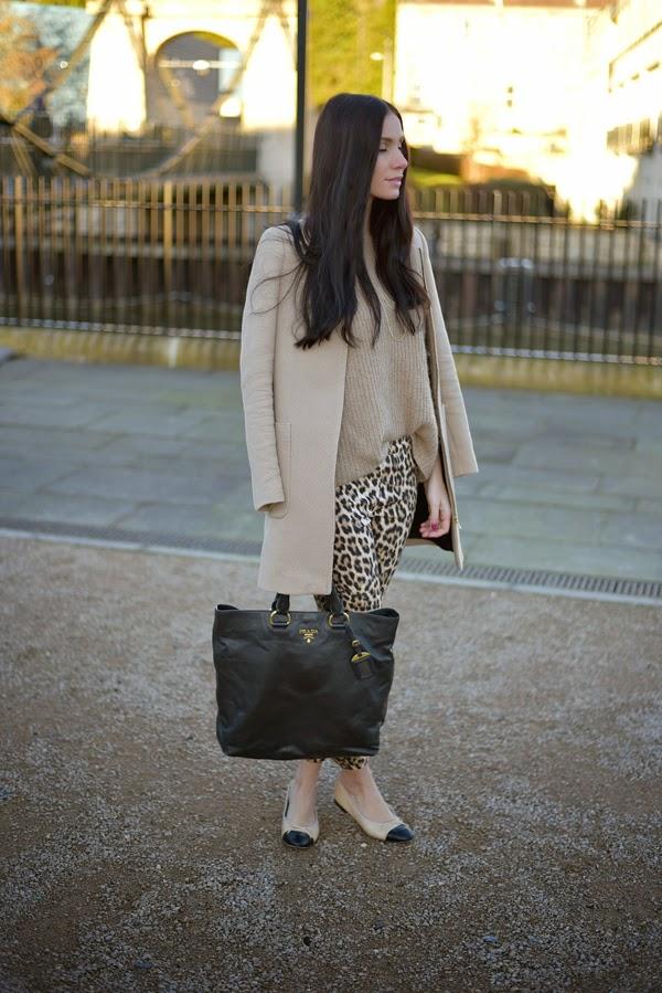LamourDeJuliette_Leo_Pants_Outfit_Beige_Chanel_Flats_FashionBlog_003