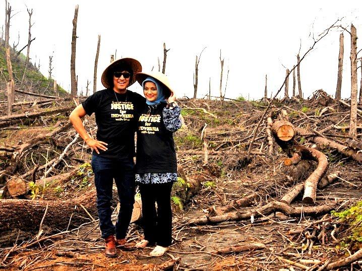 Ikang Fawzi & Marissa Haque Menghibur Korban Letusan Merapi di Lereng Kaliurang, Yogyakarta