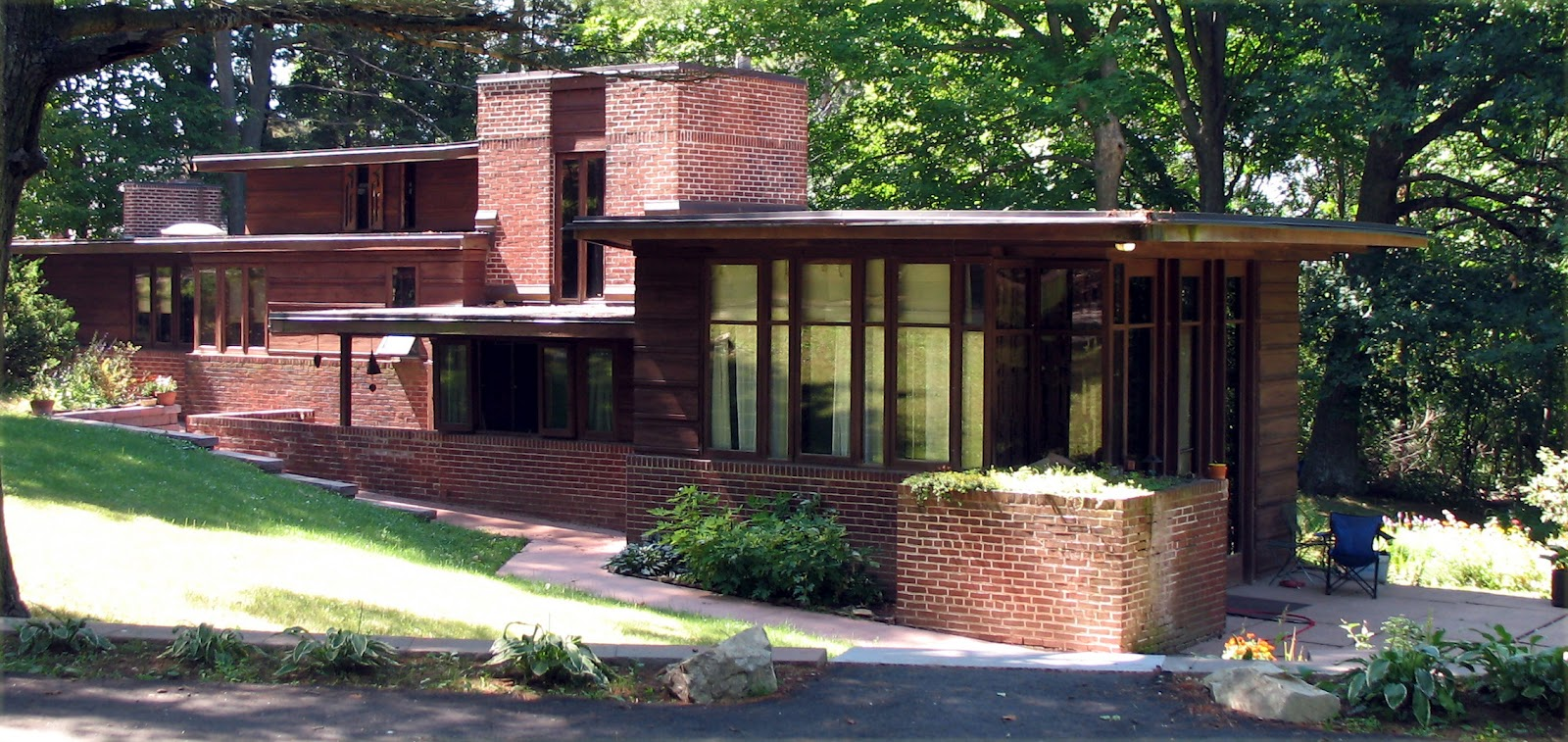 Beautiful abodes the works of frank lloyd wright for Frank lloyd wright style house plans