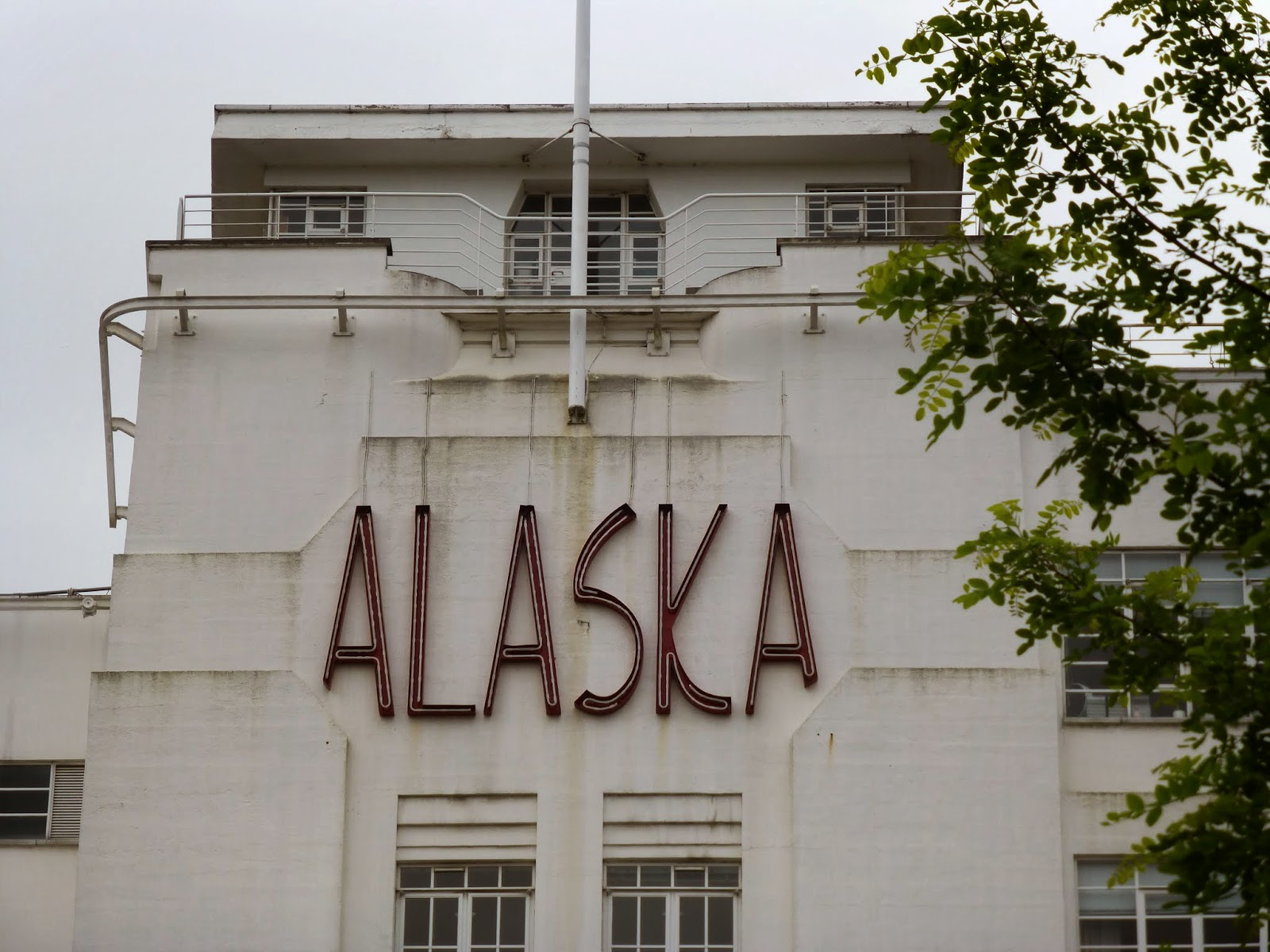 Art Deco London Alaska Buildings Glass Half Full