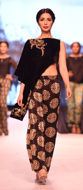 Aamna Aqeel, Black on Fire, FPWAW14, Winter fashion, Monochromatic Fashion, Black and white clothes, Pakistan Fashion, Luxury pret, resort collection, Decorative motifs, Glamor fashion, classy fashion, Embroidery, Bohemian fashion, Rich, Fashion Pakistan, Fashion Blog, red alice rao, redalicerao