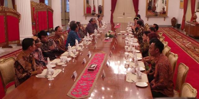 DPR Tegang karena Novanto, Jokowi Terpingkal bersama Pelawak
