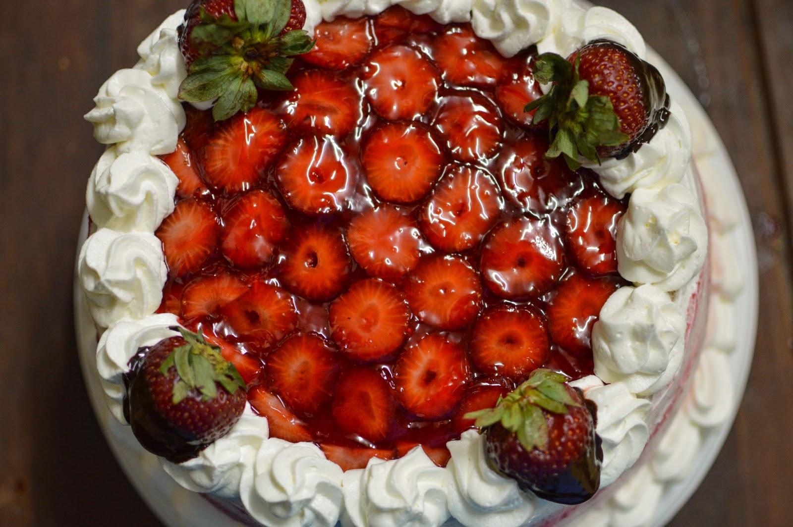 Baño Sencillo Para Tortas: colocarlas en la parte superior de la torta Cubrir con gel de brillo