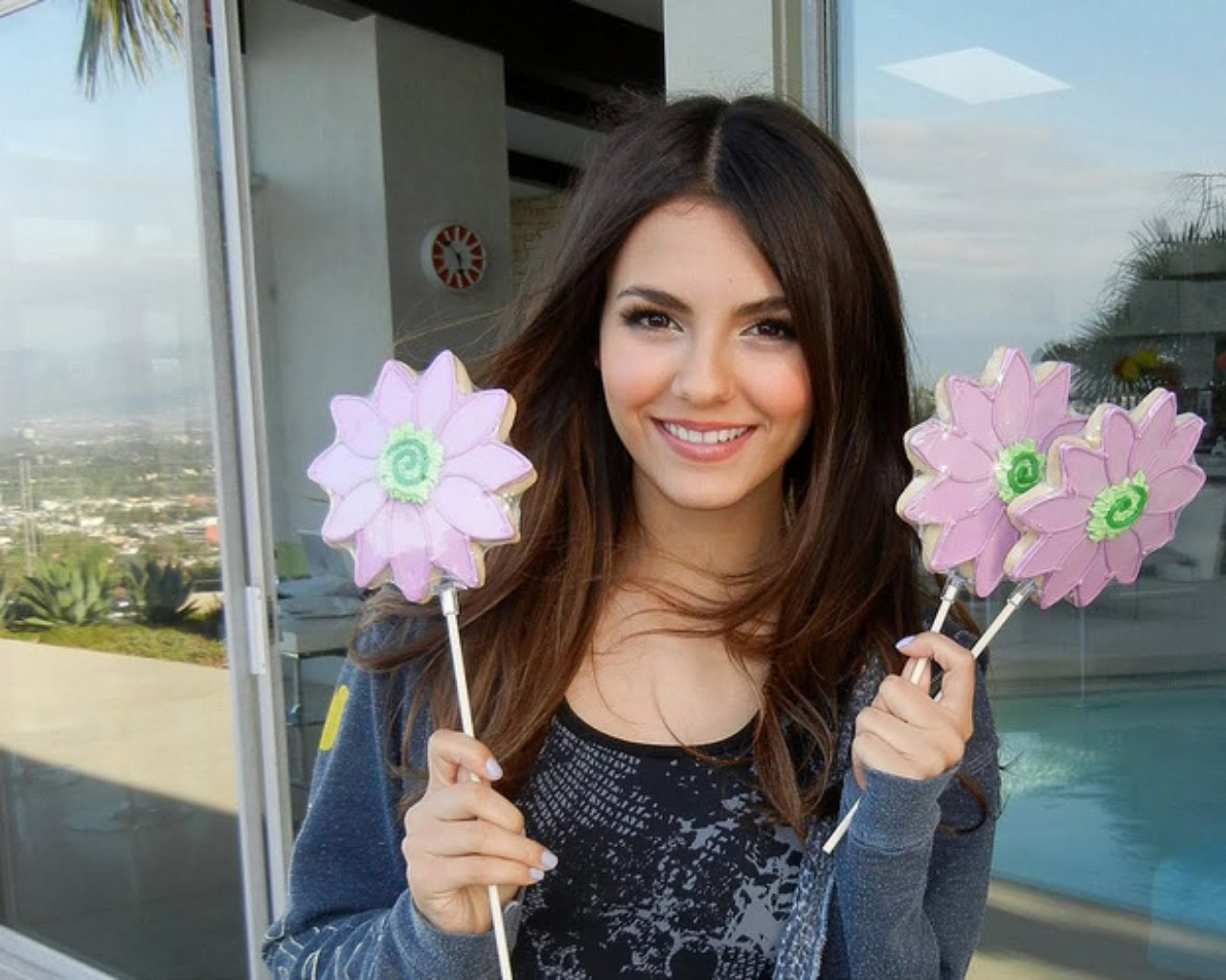 Victoria Justice Images Hot 4