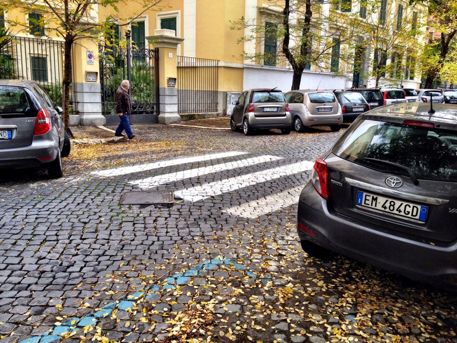 Dipingere Strisce Parcheggio : Roma fa schifo come si fa a dipingere strisce pedonali serie