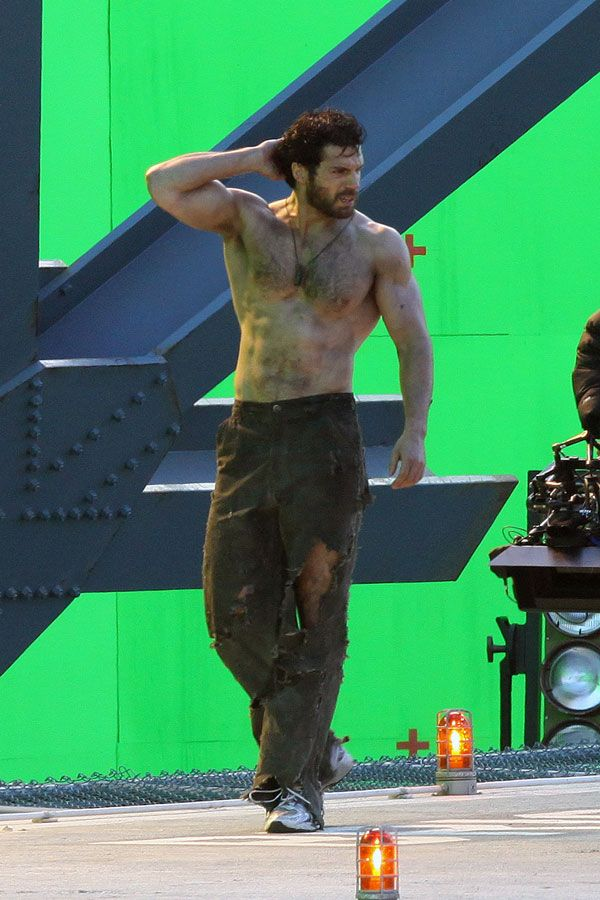 Henry Cavill Shirtless Again on the set of Superman: Man of Steel