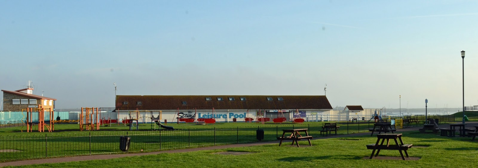 Walks in out of london riverside country park - The strand swimming pool gillingham ...