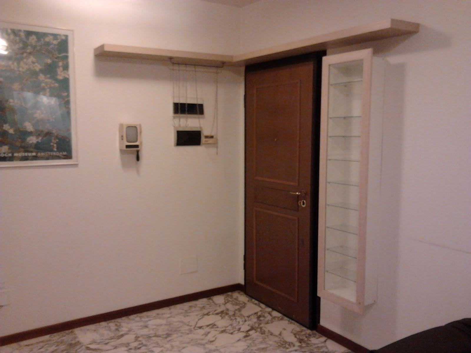 Appartamento ammobiliato - Tavolino porta microonde ...