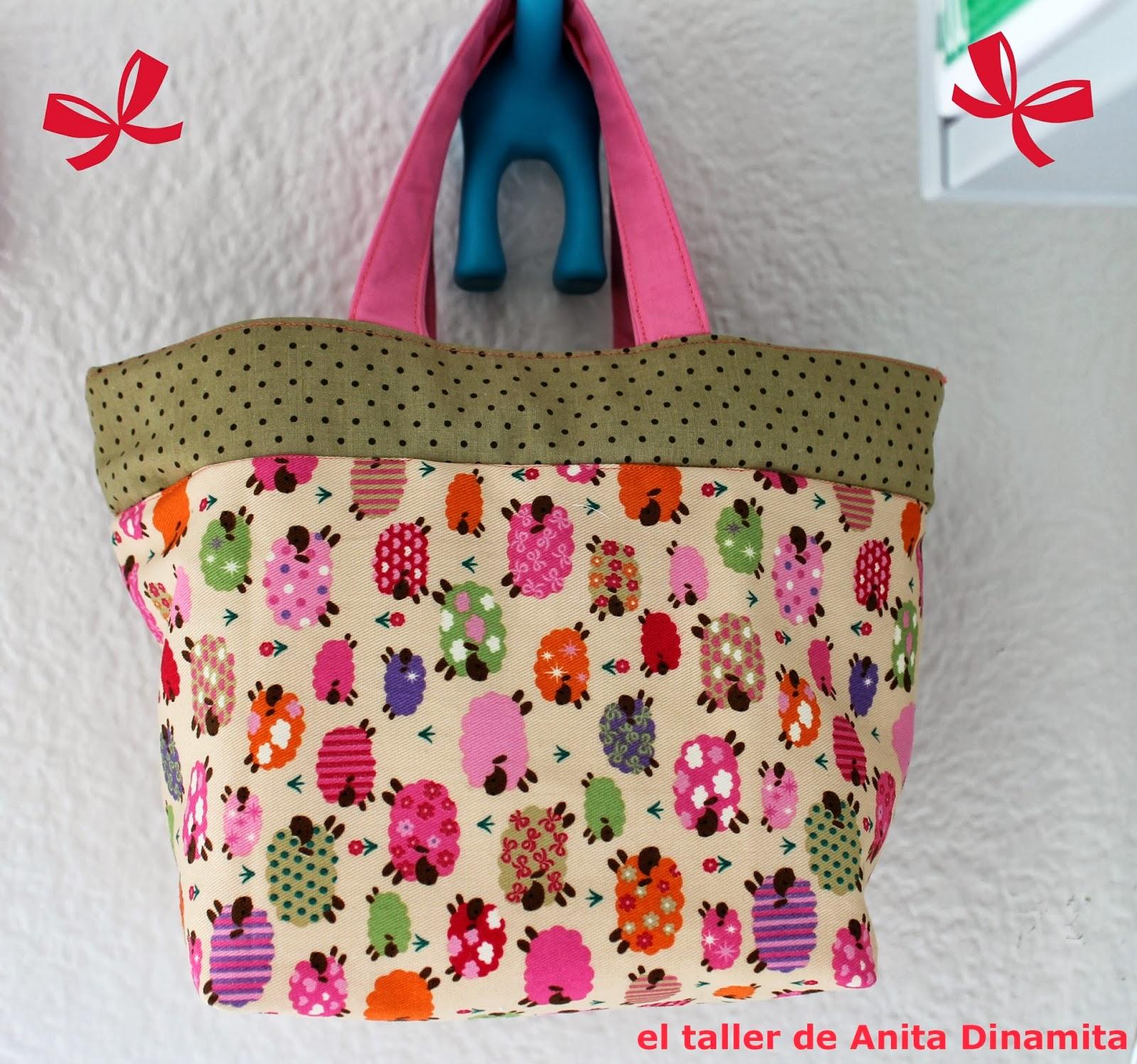 El patrón y las instrucciones las podéis encontrar AQUI. Este blog me gusta mucho se llama Pink Penguin. Está pensado para llevar la comida,