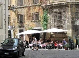 Cafe in Via della Pace
