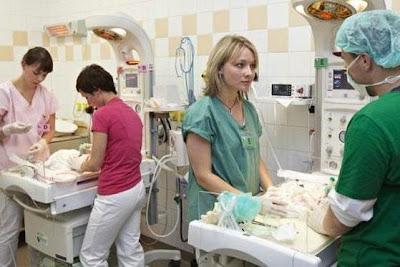 Foto 4. Alexandra dan 5 bayinya dirawat intensif
