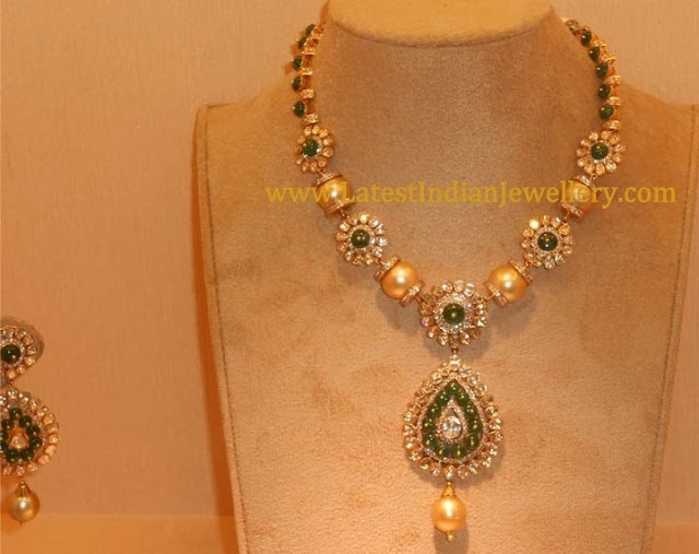Emerald and Pearls Necklace