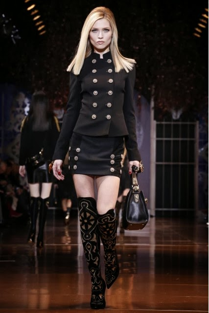 Versace, Donatella-Versace, Lady-Gaga, pret-à-porter, fashion-week-milan, womenswear, fall-winter, versace-fall-winter, automne-hiver, fashion-week, milano-fashion-week, milan-fashion-week, mlf, mlf14, mlf2014, du-dessin-aux-podiums, blog-mode-femme, blog-sur-la-mode, online-fashion-magazine, mode-chic, new-mode , fashion-looks, versace-parfums, milan-fashion, fashionweek, look-mode, style-mode, accessoires-de-mode, ladieswear, in-fashion, blogs-mode, fashion-events, versace-bag, vanitas-versace