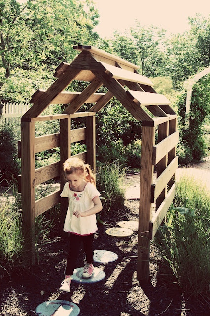 Speelhuis+van+pallets+op+www.orangefarmhouse.nl+ +how+to+make+a+playhouse+out+of+pallets