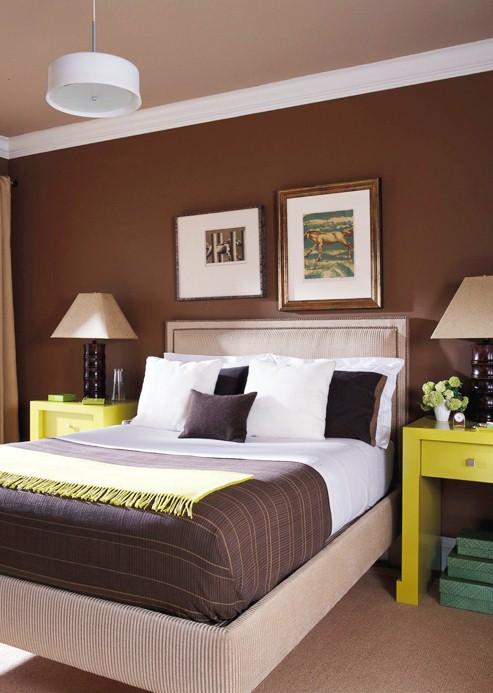 camera da letto marrone e giallo